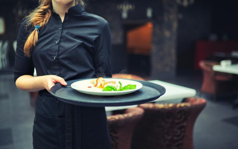 restaurant-staff_1511896814